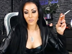 Smoking Domme all over leather